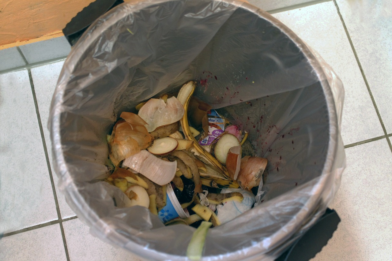 garbage-can-261935_1280