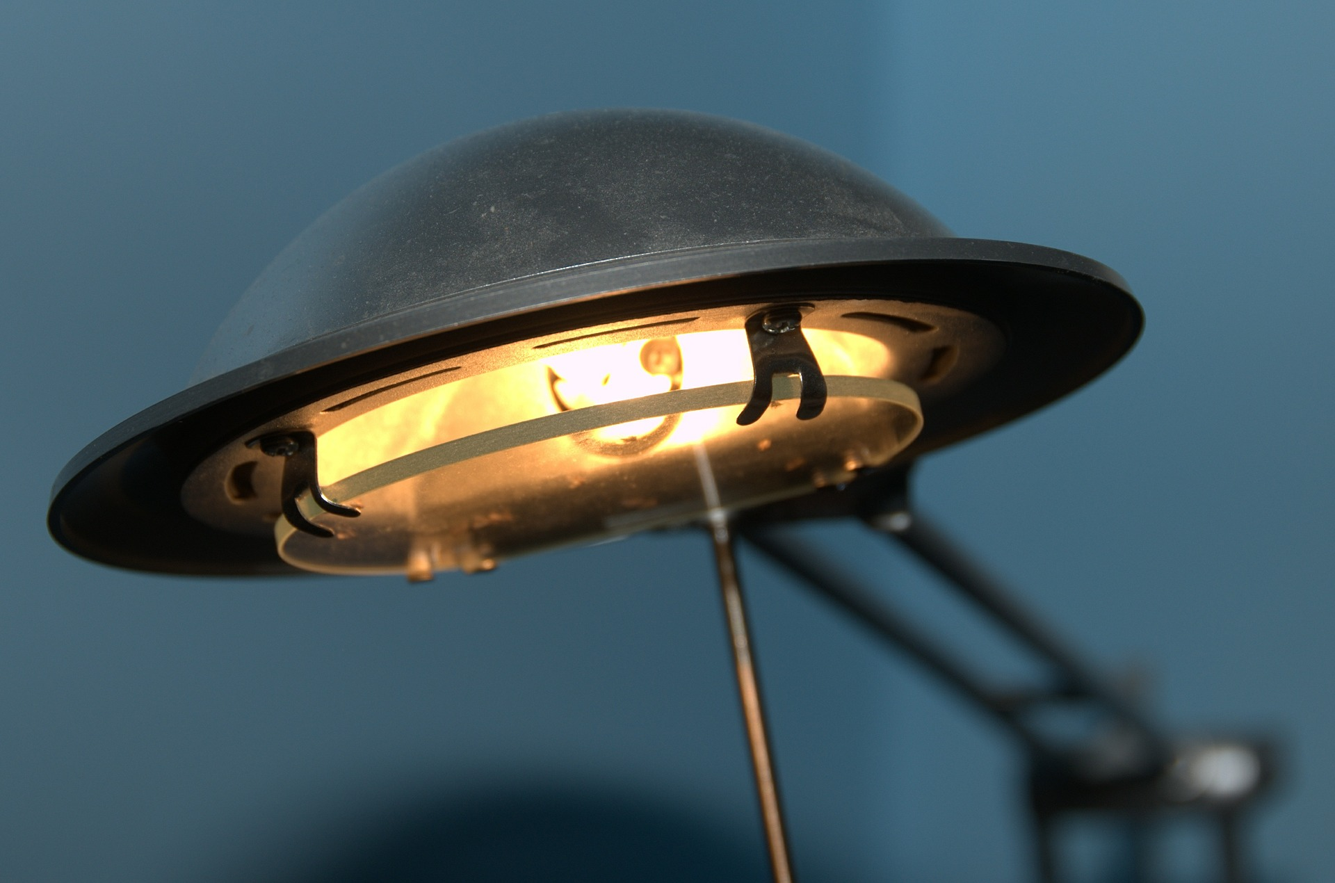 desk-lamp-494329_1920