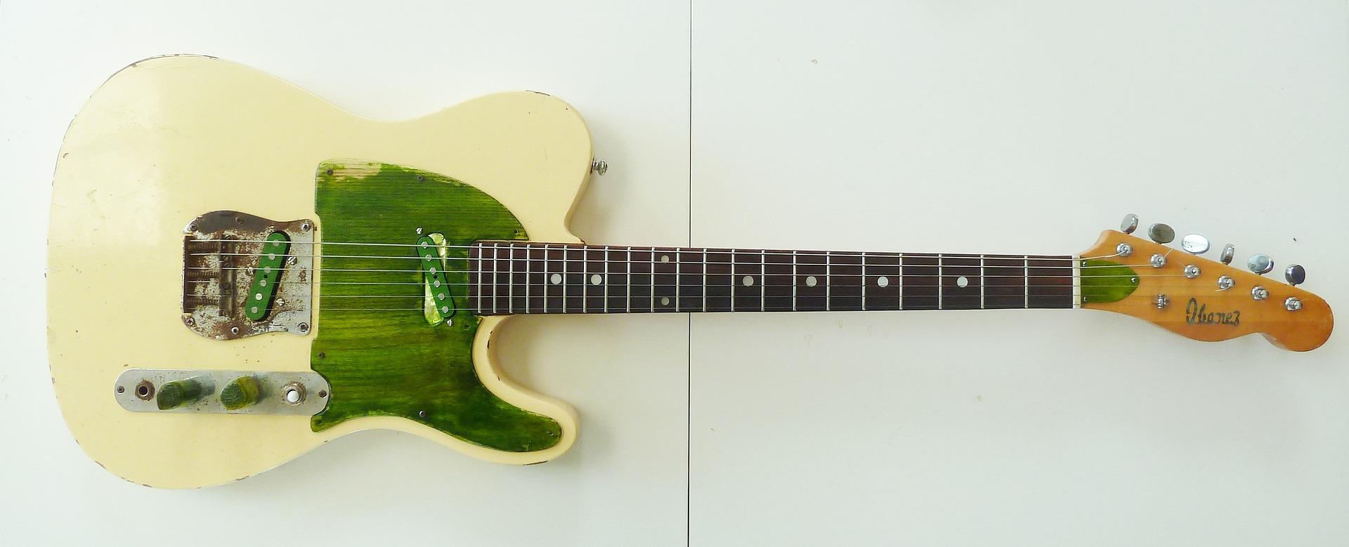 guitar-1378106_1920
